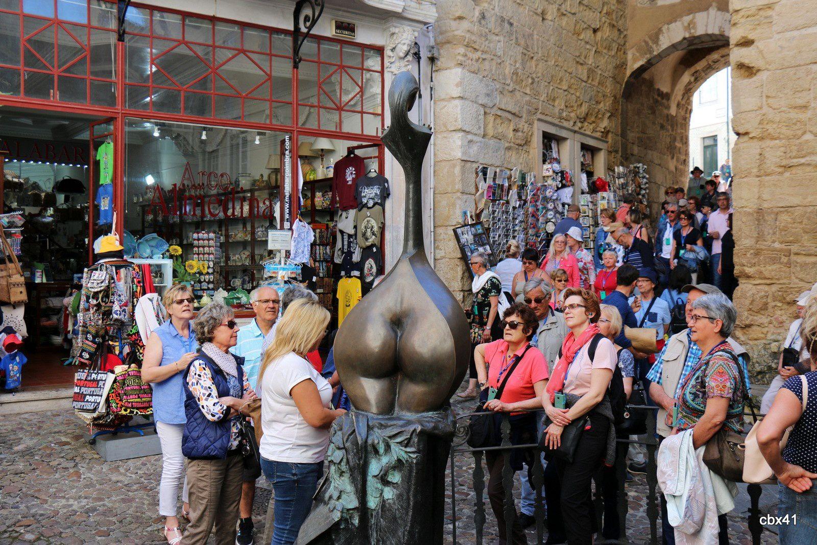 "Statue ""Fado de Coimbra"" (Portugal)"