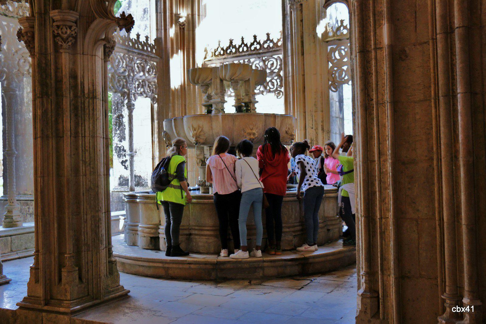 La fontaine du cloître Royal du monastère de Batalha (Portugal)
