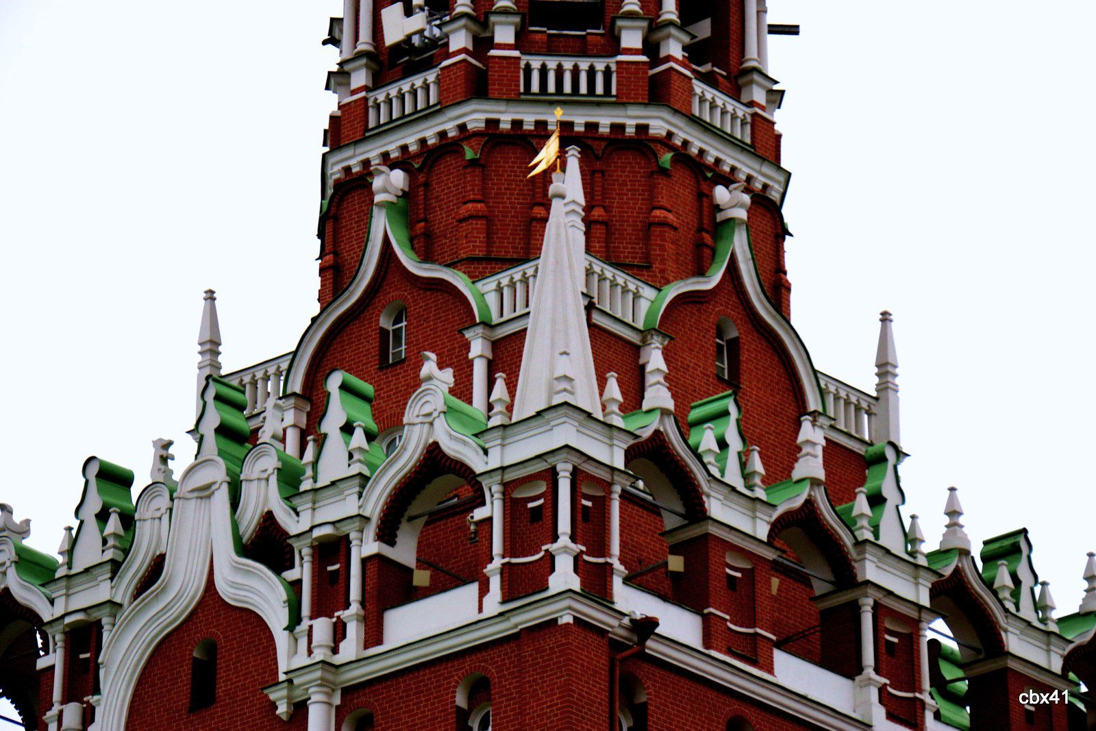 Remparts du Kremlin de Moscou, Les Tours Troïtskaïa (Tour de la Trinité) et Komendantskaïa  (Tour du Commandant)