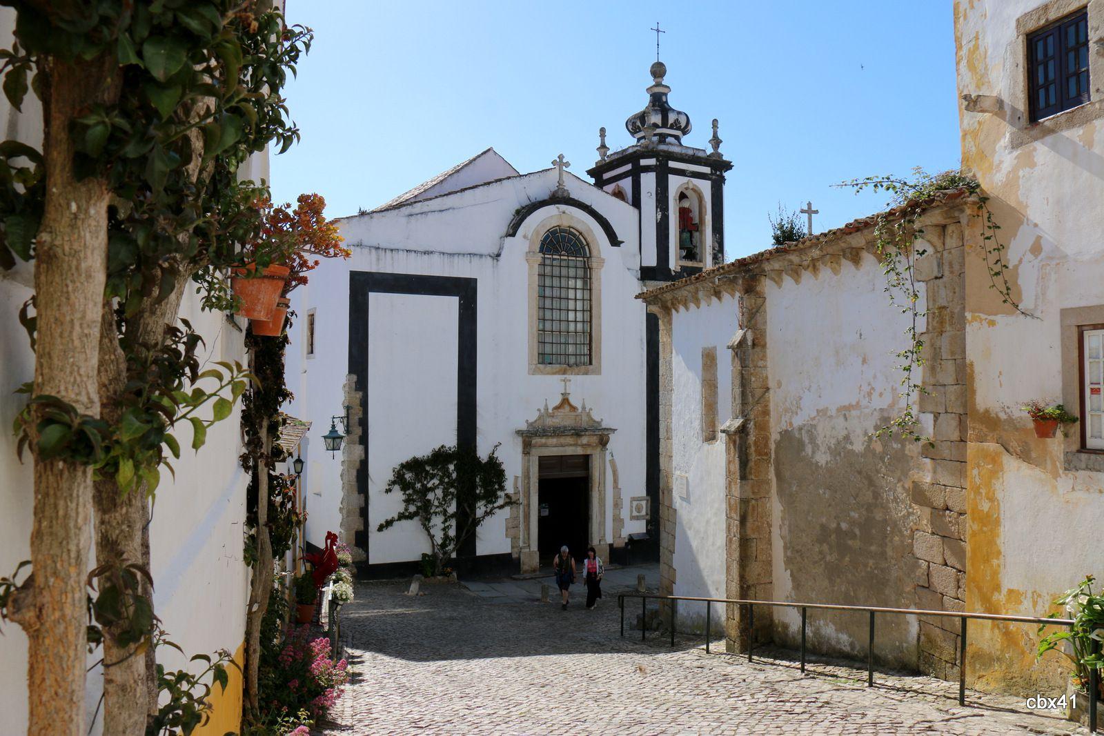 Les églises de Sainte Marie (Igreja de Santa Maria) et de Saint Pierre, Obidos au Portugal