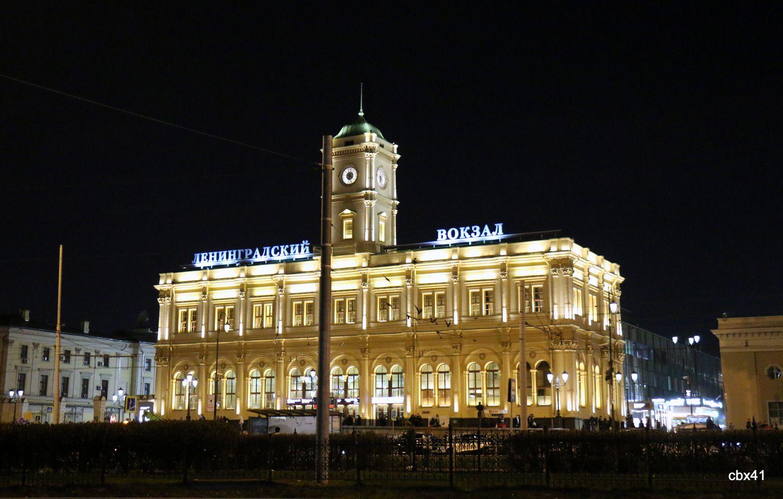 Place Komsomolskaïa (de nuit), Moscou