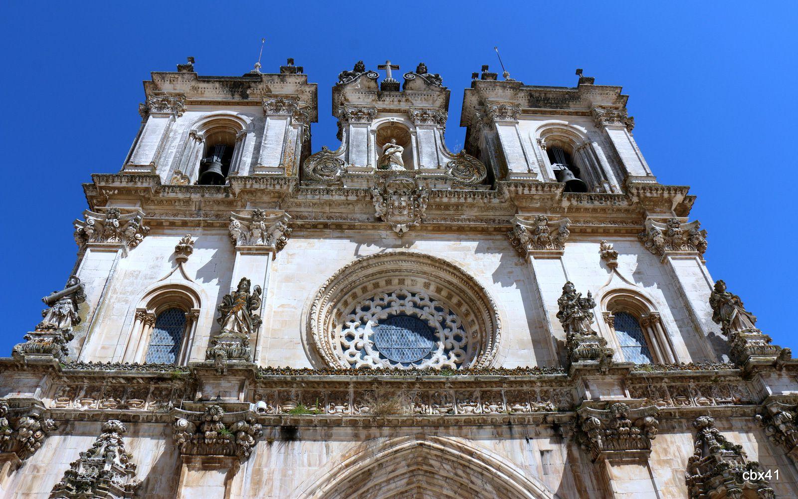 Statues de San Bento et de San Bernardo, monastère de Santa Maria d'Alcobaça (Portugal)