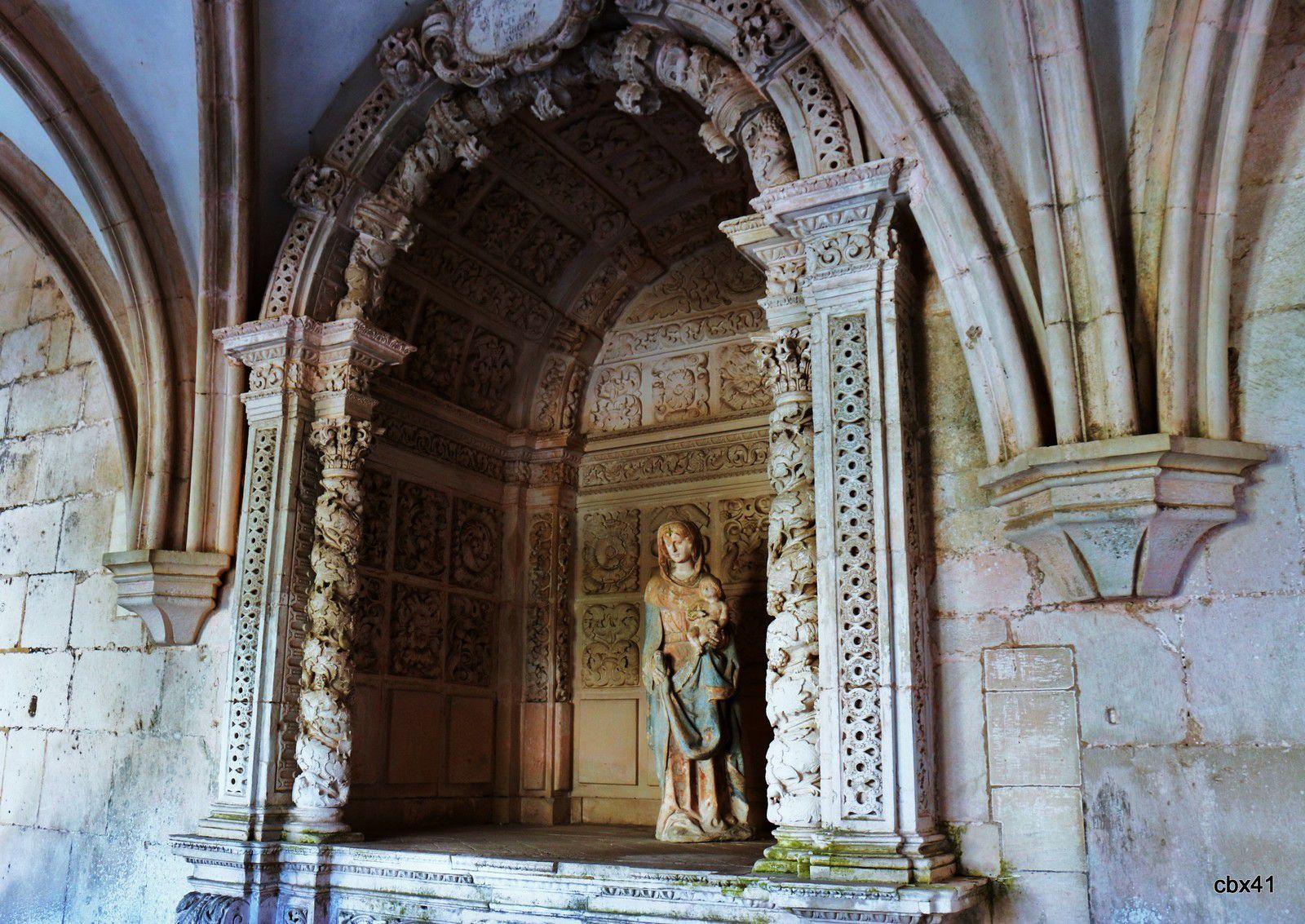 La Vierge du cloître du silence ou du roi Dinis, monastère d'Alcobaça (Portugal)