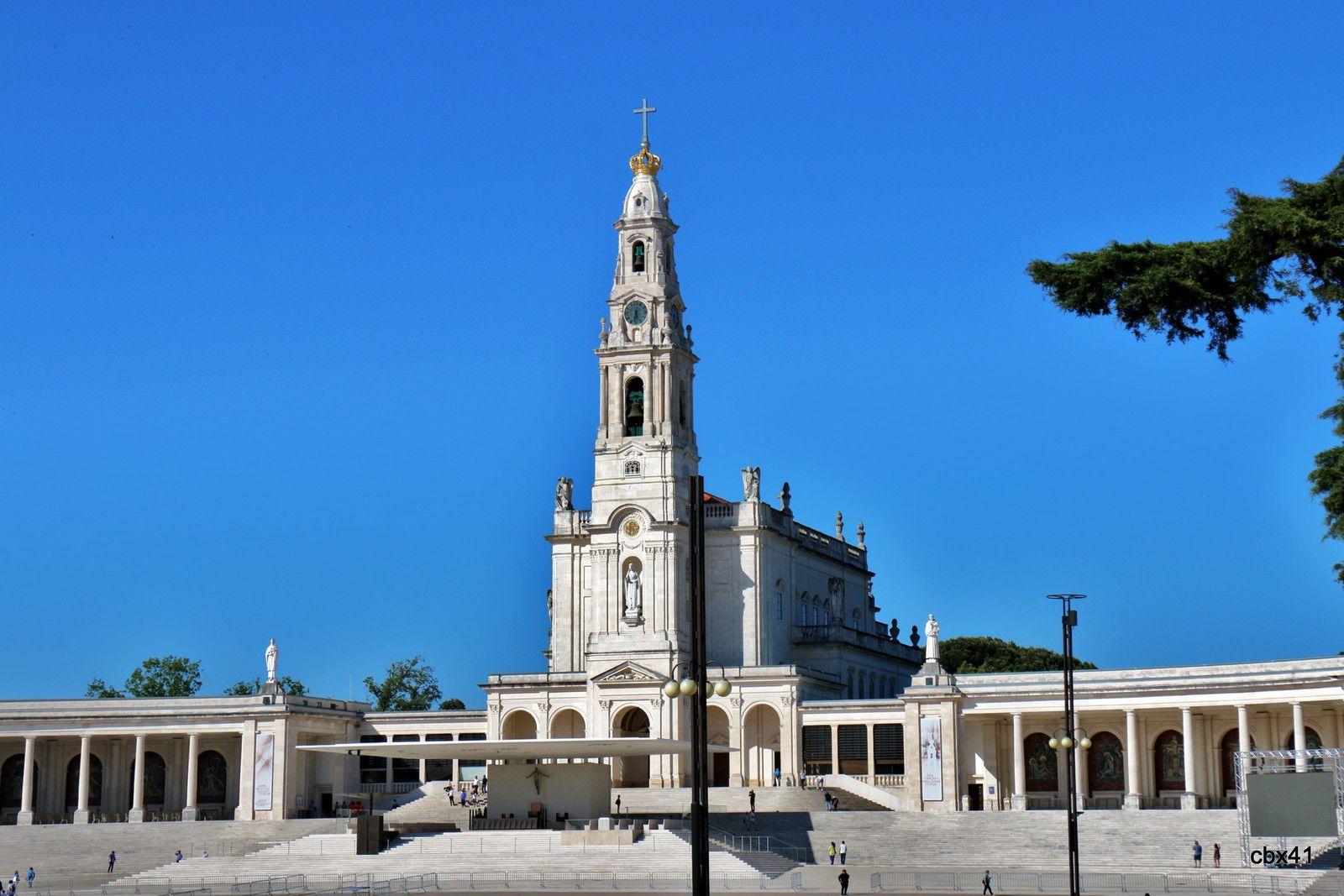 """Autel """"Sur le chemin du Calvaire"""", basilique de Fátima (Portugal)"""
