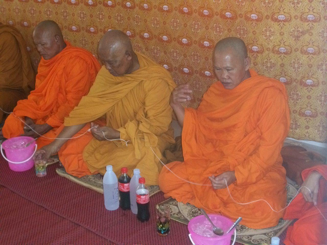 les moines sur la photo n'ont rien à voir avec la suite....simple illustration