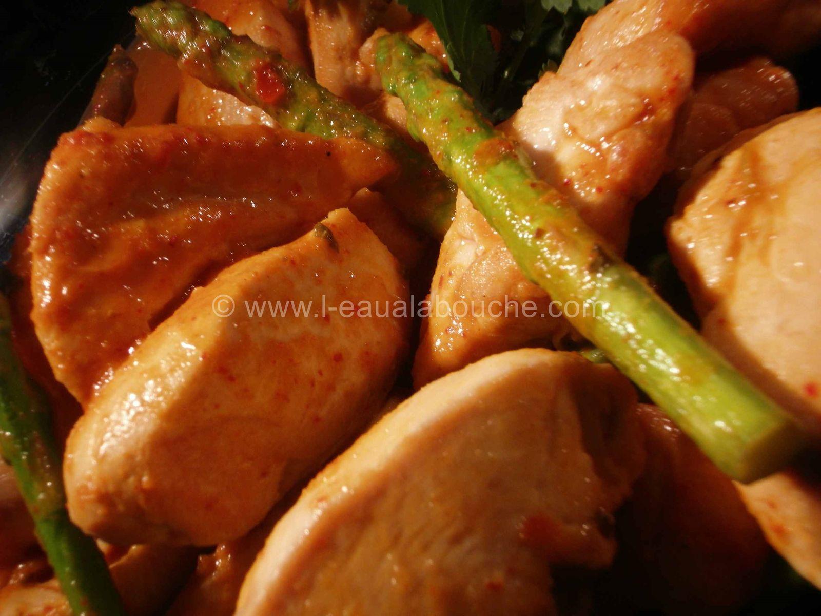 Poulet au Curry Rouge et Asperges Thaï