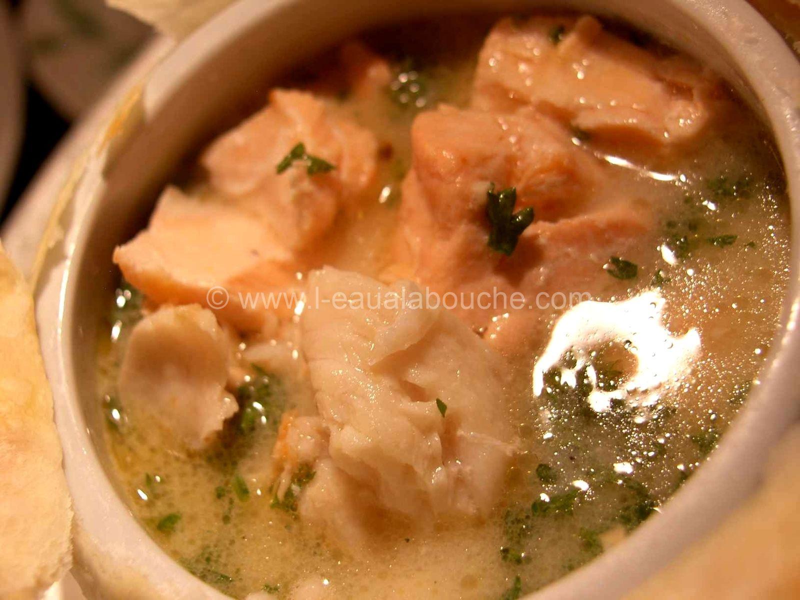 Soupe de Saumon, Merlu et Crevettes Sous Feuilleté