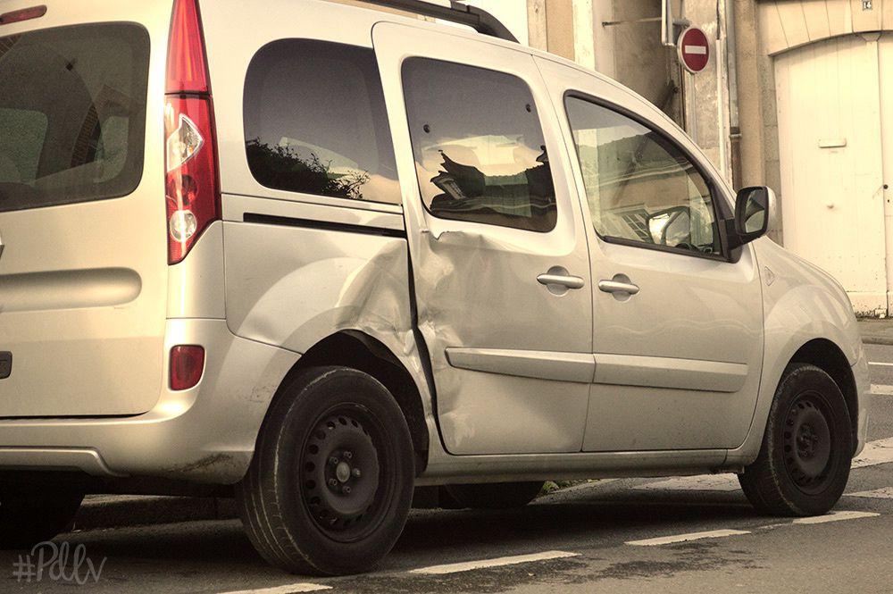 Accrochage sur un parking : qui est en tort ?