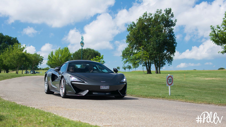 Toute la production McLaren arrive, petit à petit, pour l'heure du déjeuner.