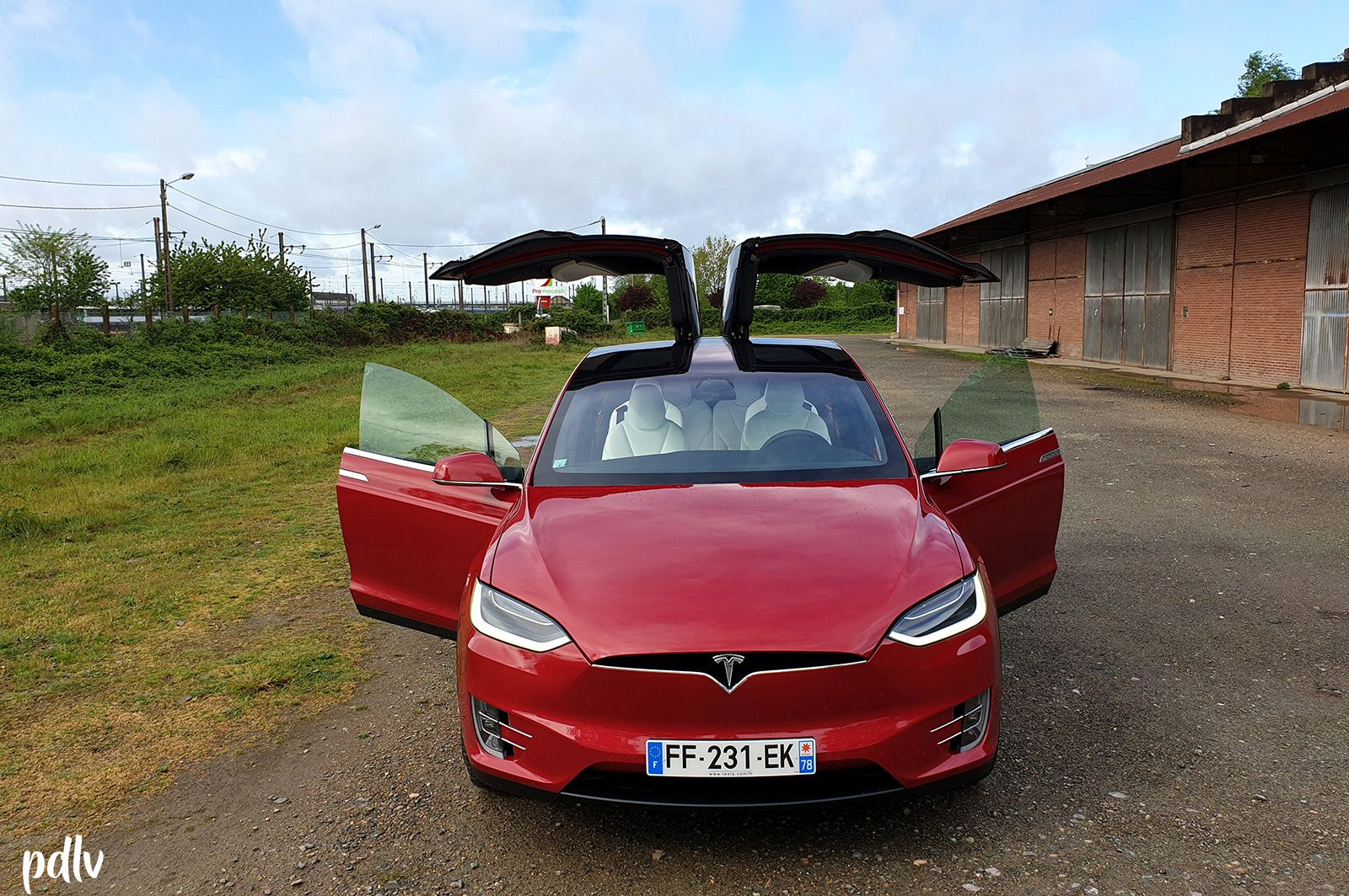 Tesla Model X 100D : Mais quelle drogue a pris Elon Musk ?