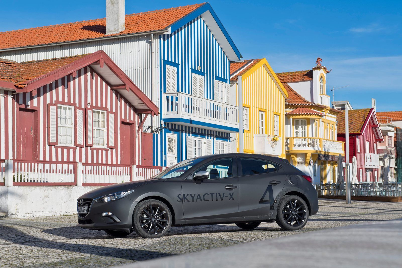Une base de Mazda 3 ancienne génération dédiée aux tests du SkyActiv-X a été prêté à beaucoup de testeurs, ne reflétant pas les qualités de la nouvelle Mazda 3...