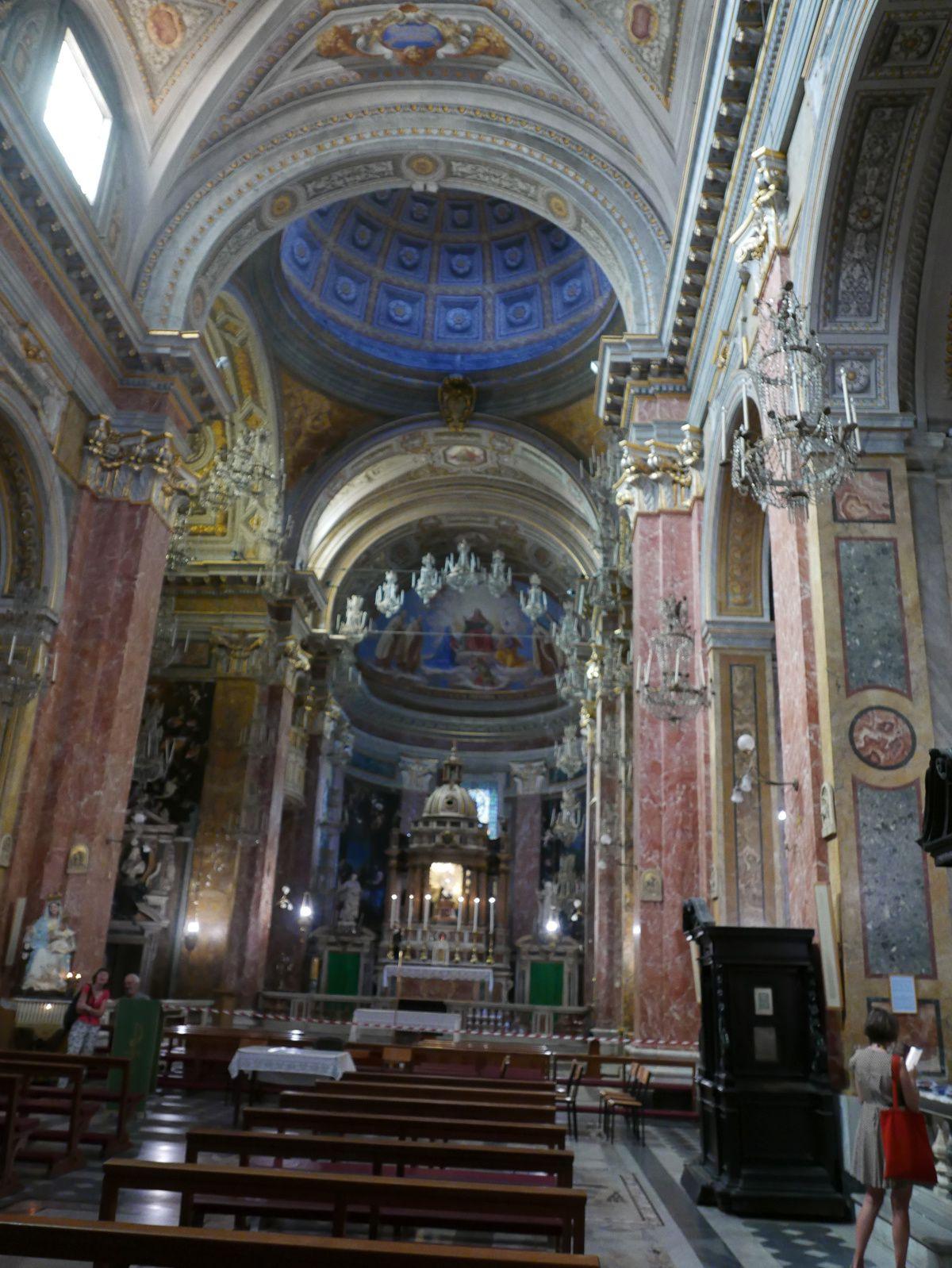 Santa Maria della scala avec ses dizaines de suspensions et son christ noir