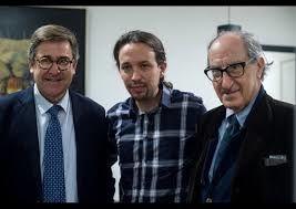 Vicenç Navarro à droite, avec Juan Torres López et  Pablo Iglesias dirigeants de Podemos. Photo DR