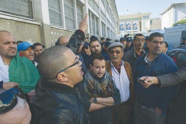 Rassemblement, hier, des opposants au SG de l'UGTA. © louiza ammi/Liberté