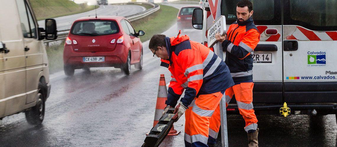 #GiletsJaunes - Les agents des routes du Département du Calvados interviennent pour la sécurité de tous les usagers
