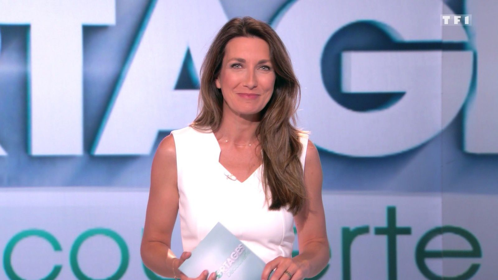 📸4 ANNE-CLAIRE COUDRAY @ACCoudray @TF1 pour REPORTAGES DECOUVERTE ce midi #vuesalatele