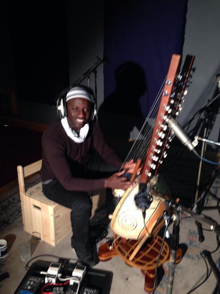 seckou keita, un virtuose de la kora anobli par ali farka touré ou toumani diabaté