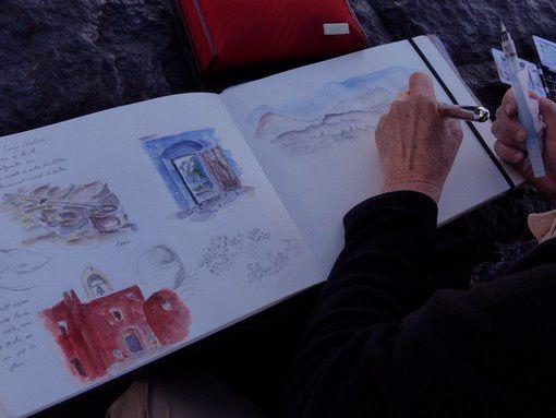 Double page de Rose-Marie en cours de réalisation : paysage au loin vu du même endroit.