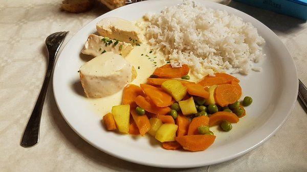 Filet de poulet au curry rouge - Riz - Légumes du marché