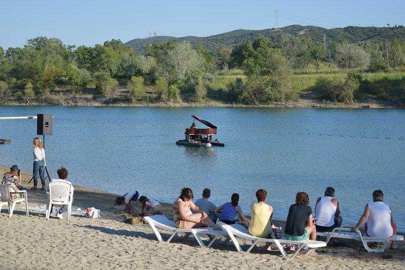 Spectacle poétique à l'étang du camping Val de Durance