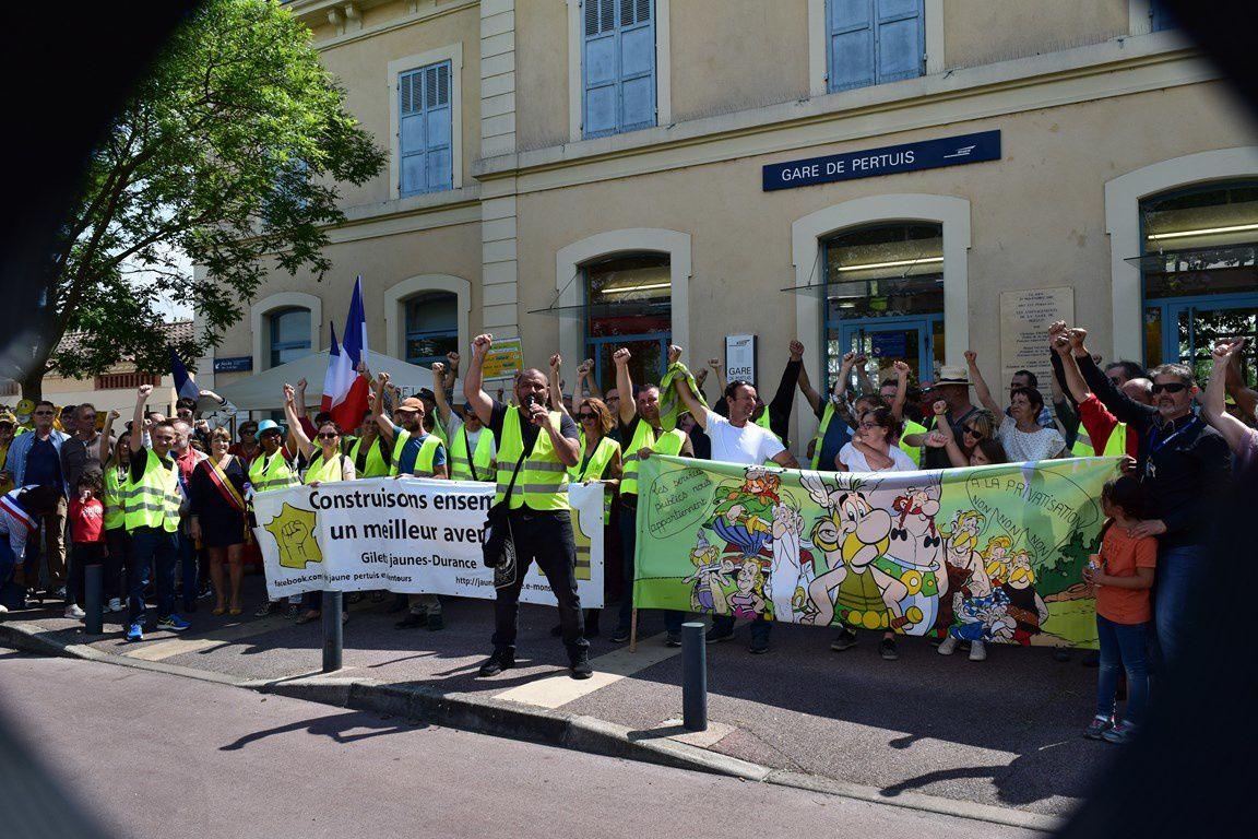 Quand la SNCF déraille, les citoyens descendent dans la rue