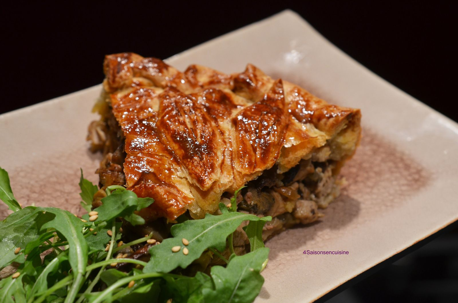 Tourte feuilletée volaille, champignons des bois et foie gras