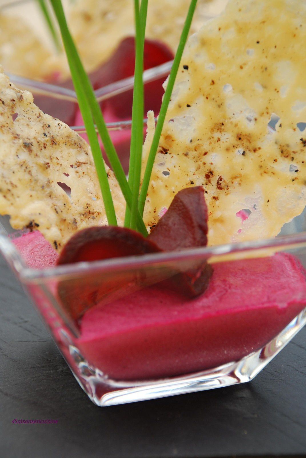 Panna cotta de betteraves rouges croustillants de parmesan