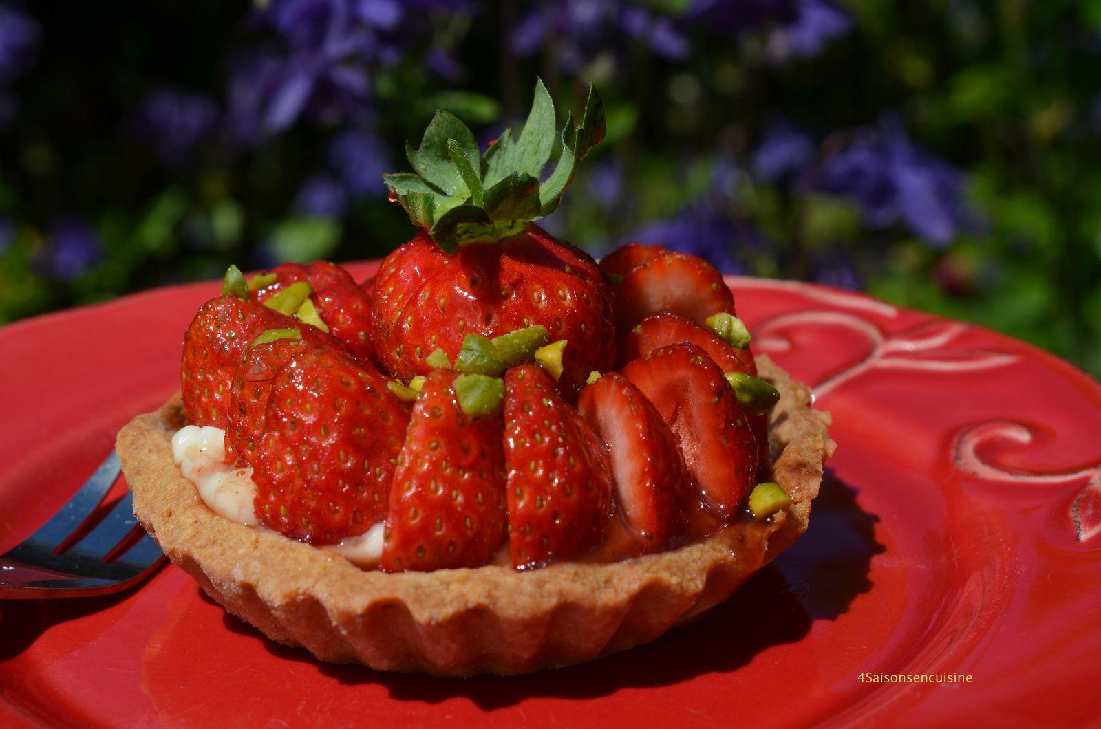 Tarte aux fraises, crème vanille et éclats de pistache .... la recette