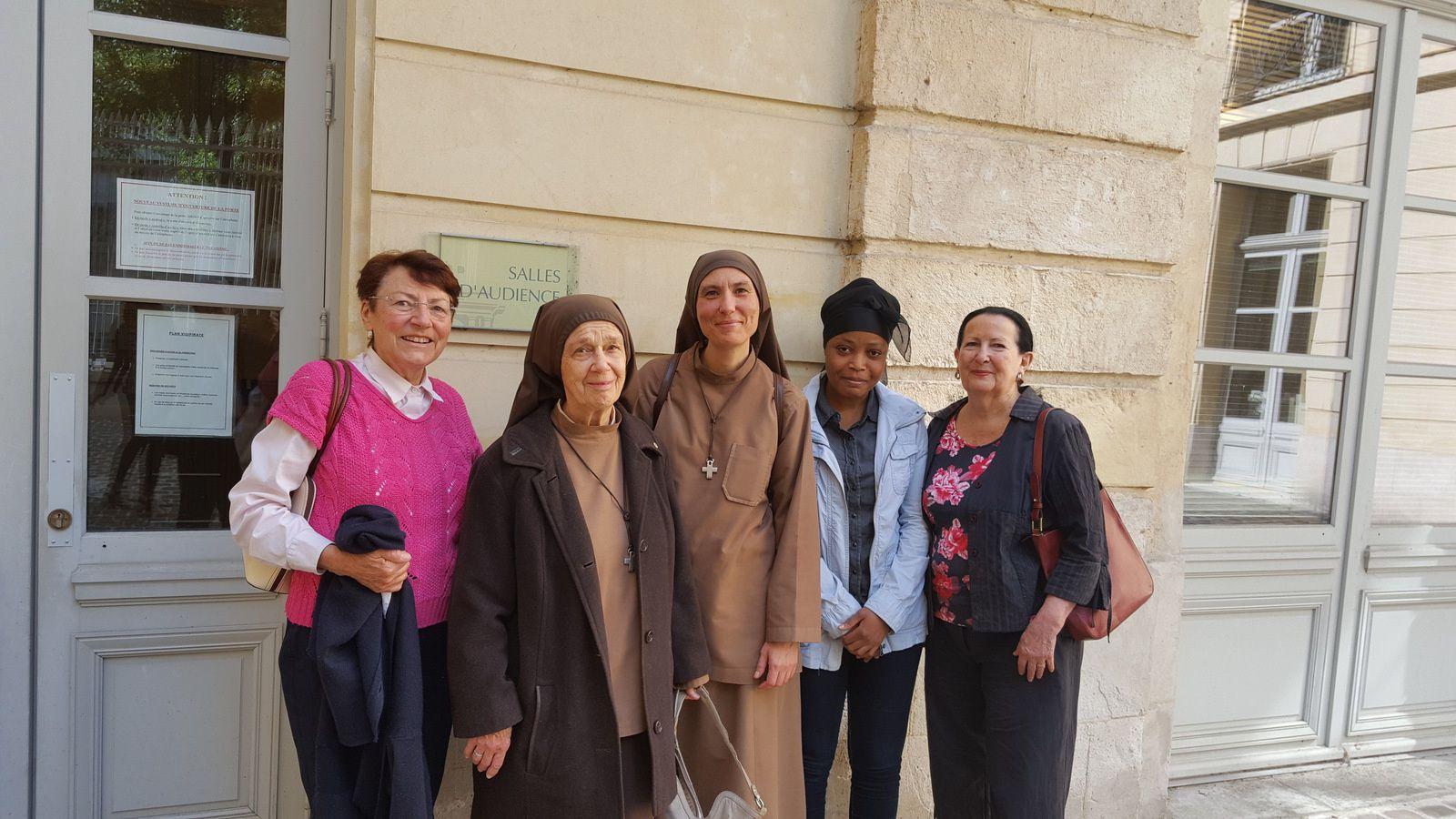 Marie-Françoise, Soeur Marie-Véronique, Soeur Marie-Dominique, Catherine et Lucia au T.A. de Rouen