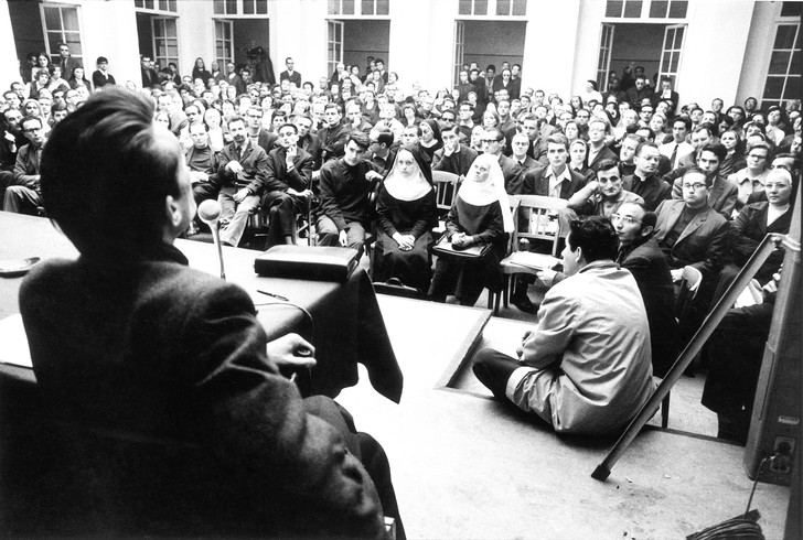 Réunion à  l'Institut catholique de Paris, le 24 mai 1968. / Archives Ciric