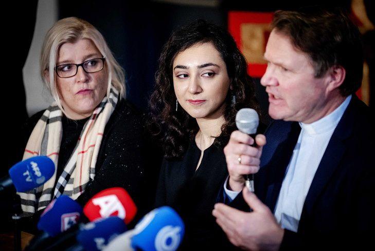 Hayarpi Tamrazyan, l'aînée de la famille âgée de 21ans, a exprimé son soulagement lors d'une conférence de presse, qui était précédée d'une dernière cérémonie à l'église Bethel. / Robin Van Lonkhuijsen/EPA/MaxPPP