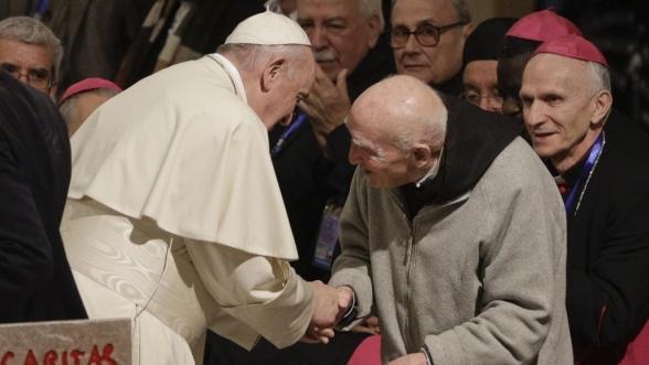 Le pape François et le dernier moine de Tibhirine, le frère Jean-Pierre Schumacher. © Copyright : DR