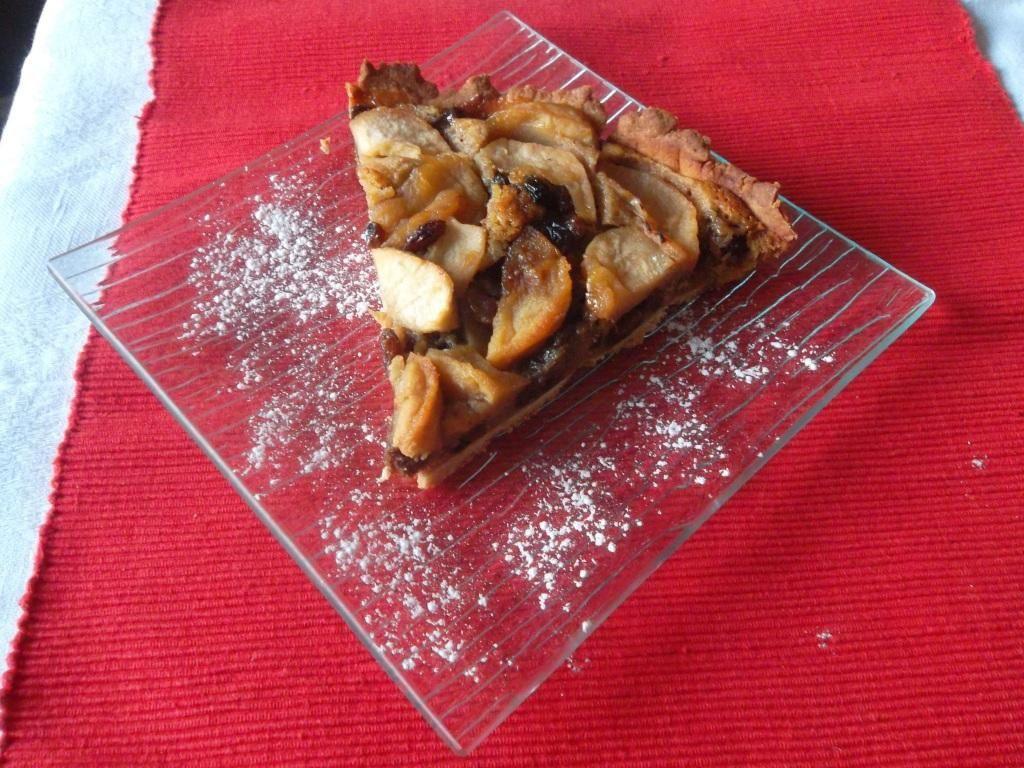 Tarte aux pommes, noix et raisins, flambée au Cognac
