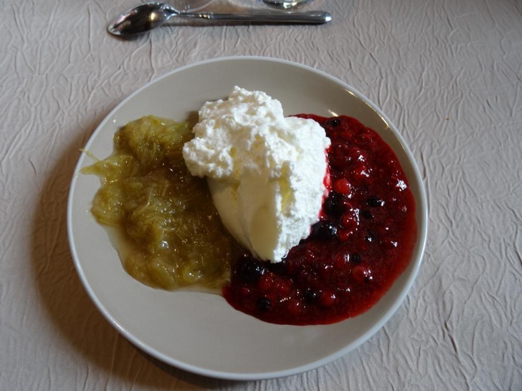 Maingau de Haute Bretagne à la pulpe de rhubarbe et fruits rouges