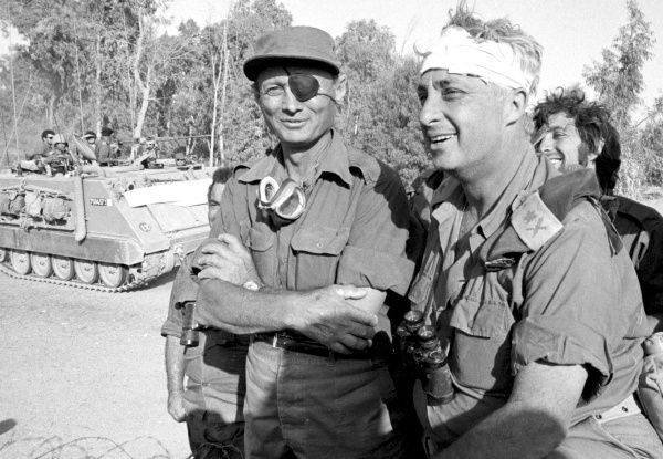 Ariel Sharon - ici avec Moshe Dayan - n'était pas seulement un baroudeur.