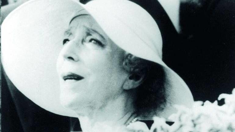 La reine Elisaeth de Belgique ne manqua pas de s'engager ouvertement en faveur du Mouvement de la Paix. Ce qui déplaisait grandement à l'establishment.