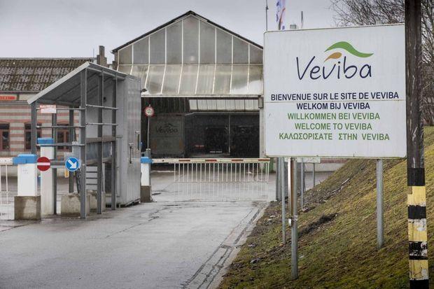 Entrée de l'usine Veviba à Bastogne qui a été fermée sur ordre du ministre de l'Agriculture Denis Ducarme
