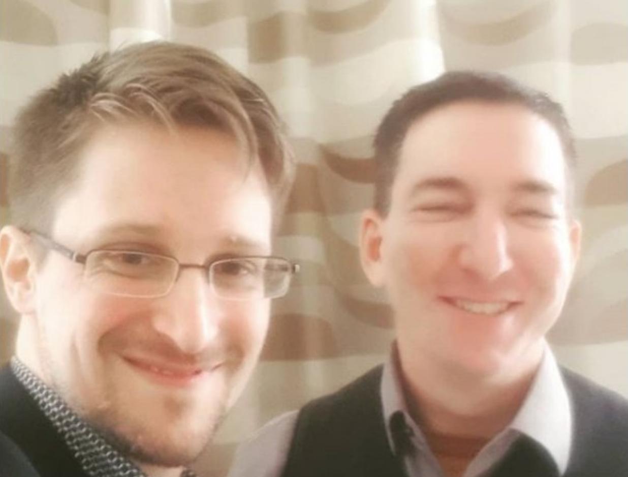 Glenn Greenwald, ici avec Edward Snowden qui l'a choisi pour diffuser ses informations. Un des seuls journalistes réellement indépendant.