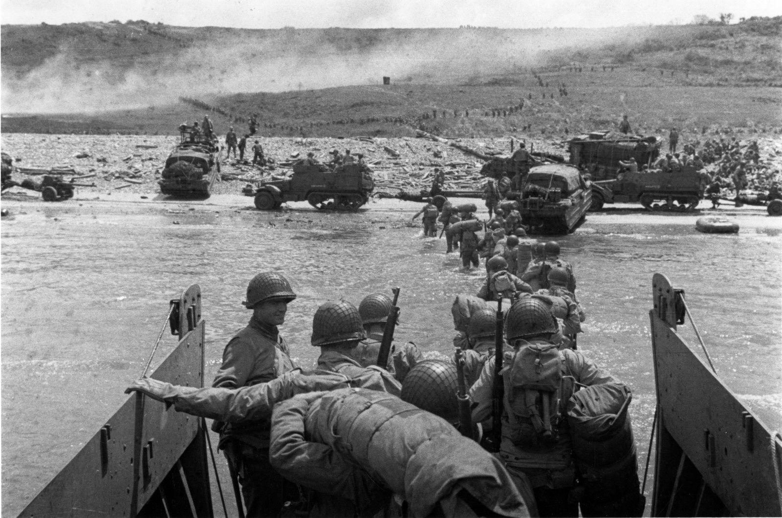 Débarquement à Omaha Beach, Normandie, 6 juin 1944. Photographie de Robert Capa.