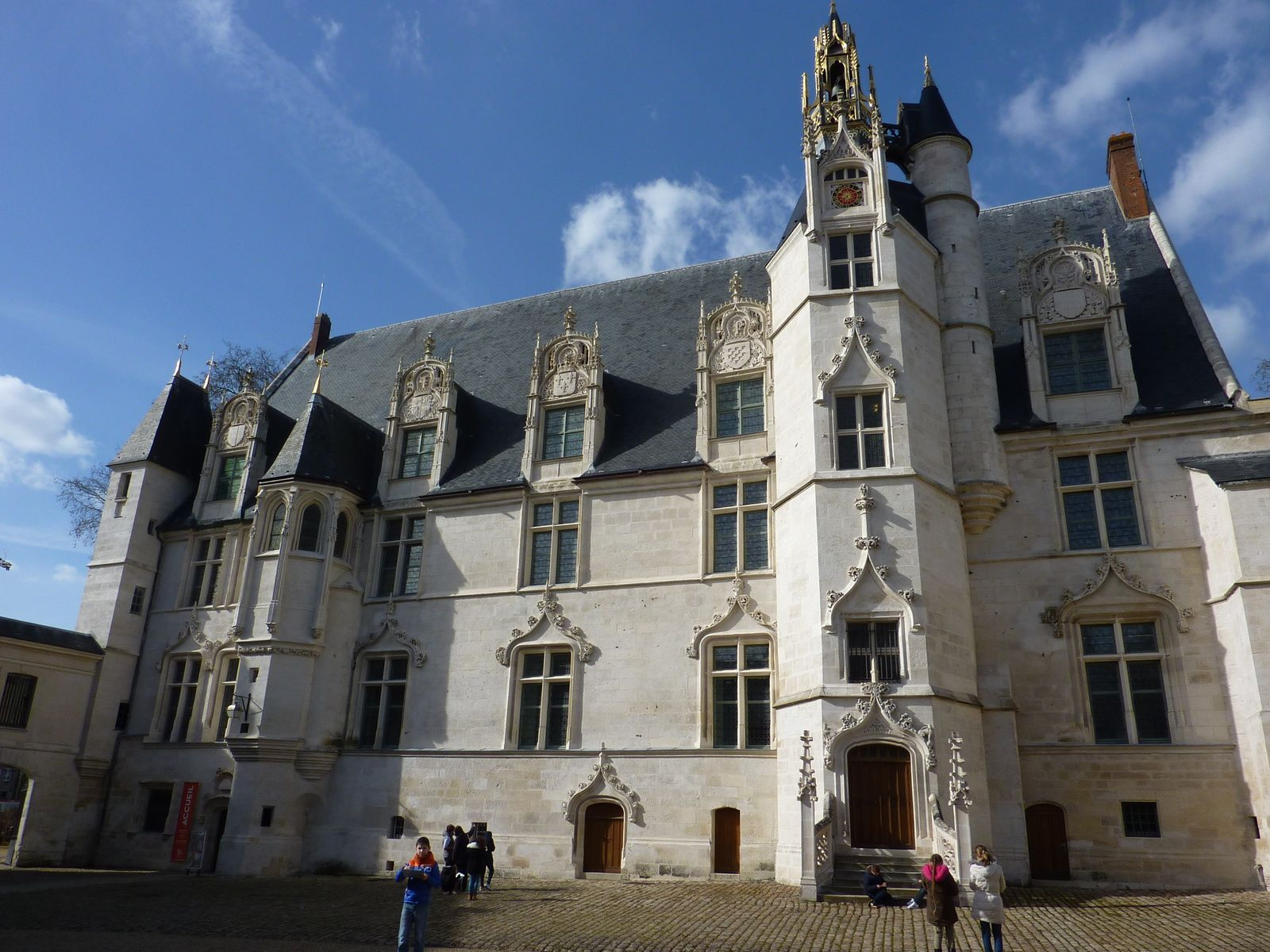 Le palais épiscopal de Beauvais, devenu le MUDO, Oise, France.
