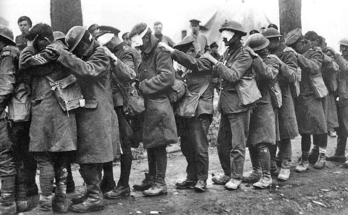 Soldats britanniques blessés par les gaz asphyxiants, 10 avril 1918.