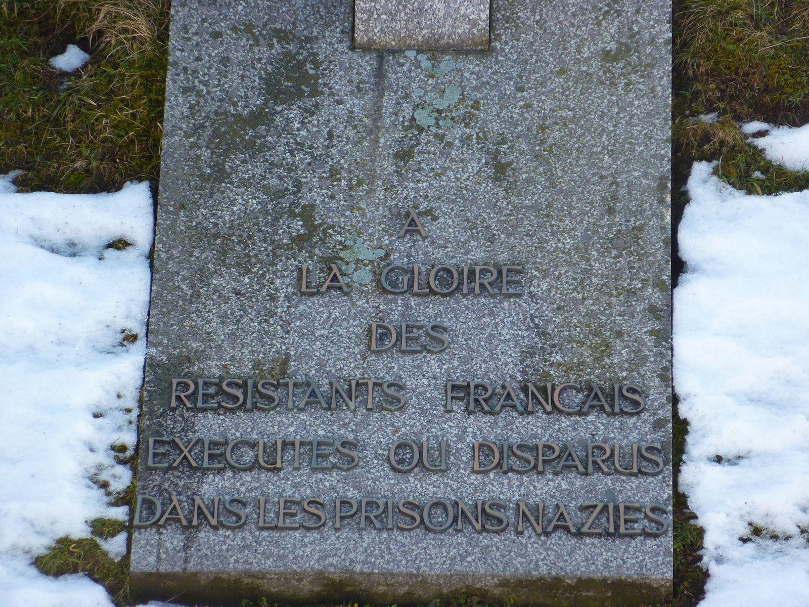 Détail de la Croix de Lorraine inaugurée par le Général de Gaulle en 1960 dans l'ancien camp de Natzweiler-Struthof en hommage aux résistants déportés et disparus.