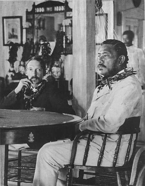 Robert Louis Stevenson avec le roi Kalakaua en 1889.