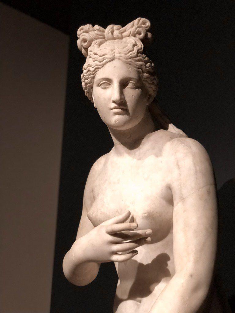 """Vénus dite """"Vénus d'Anzio"""", 1er-2ème siècle AP J.-C. d'après un original grec, Italie  Exposition La collection du Marquis Campana - Un rêve d'Italie au Musée du Louvre à Paris"""