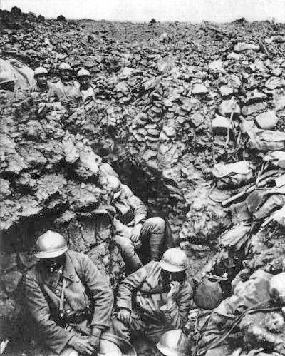 Soldats français du 87e régiment près de Verdun, 1916.