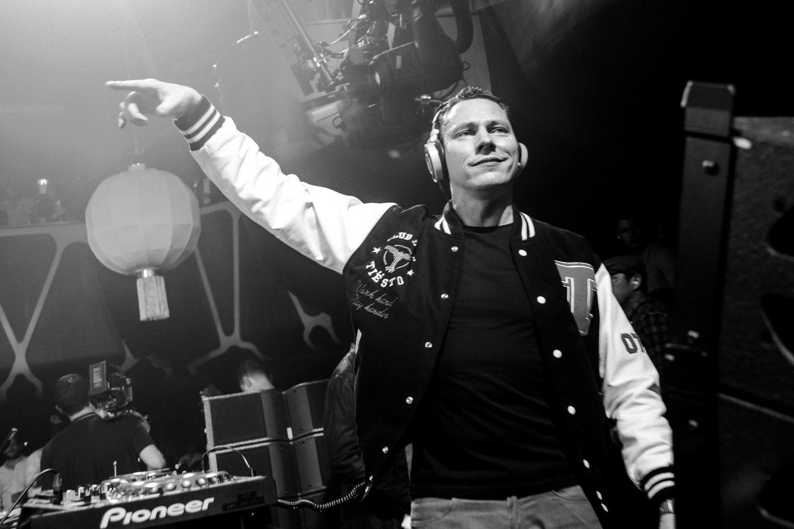 """Tiesto debuts at No. 12 on Billboard's Hot Dance/Electronic Songs chart with """"Wasted,"""