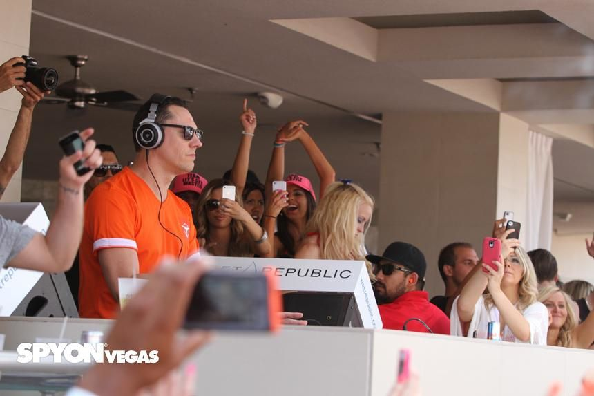 Tiësto photos: Wet Republic - Las Vegas, NV 24 may 2014