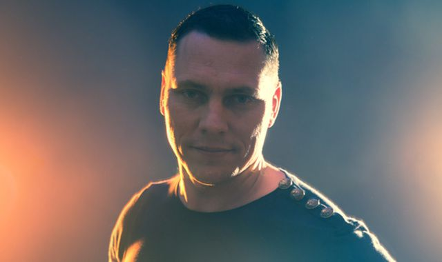 Tiësto n'est plus célibataire .... Tiësto is no longer single....