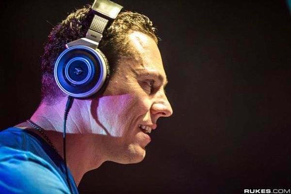 Tiësto Club Life 408 - january 24, 2015
