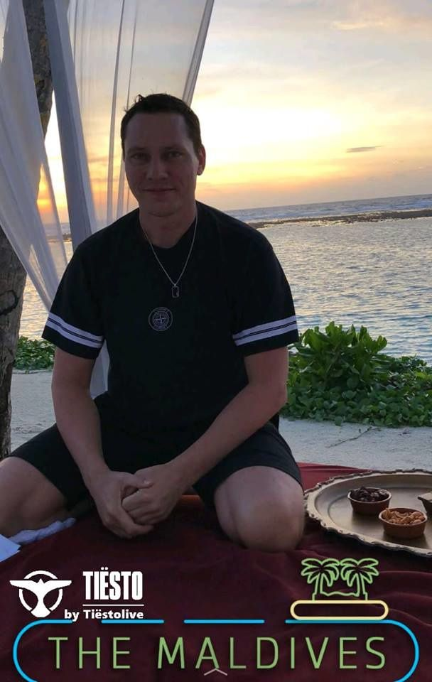 Tiësto is engaged to Annika Backes - Love in Maldives